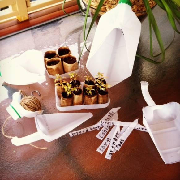 Kit de Jardinería a partir de una botella de plástico creado por Melissa Barnett